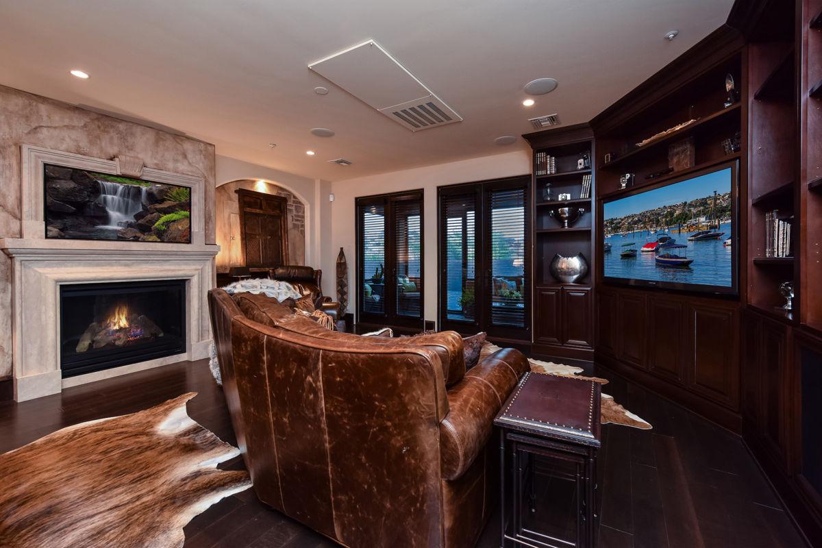 Bonus Room with Wet Bar