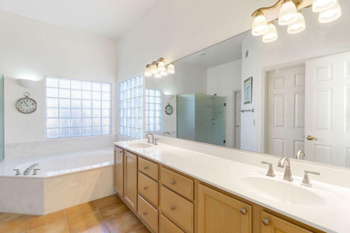 Double Vanities and Soaking Tub